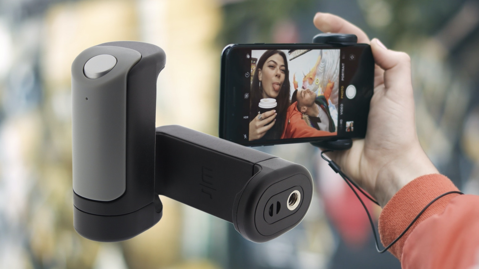 The ingenious grab-and-go camera control for your smartphone.