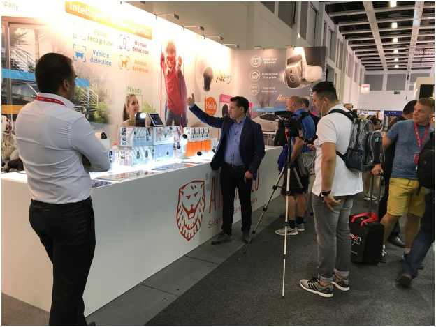 Interviewed by a Romania TV at IFA 2017