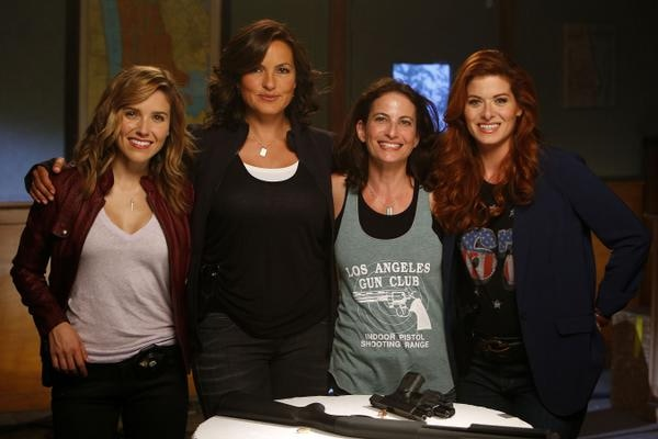 Laura Belsey on set with her cast