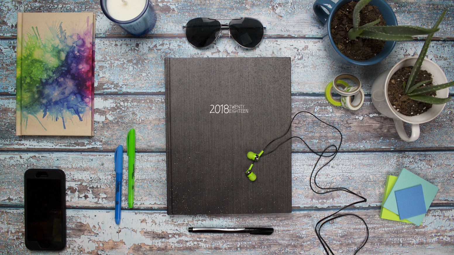 18 day campaign featuring Wright Planner's 2018 book planners with waterproof hardcovers.  Ten 8x10 designs plus the new 5x8 version!