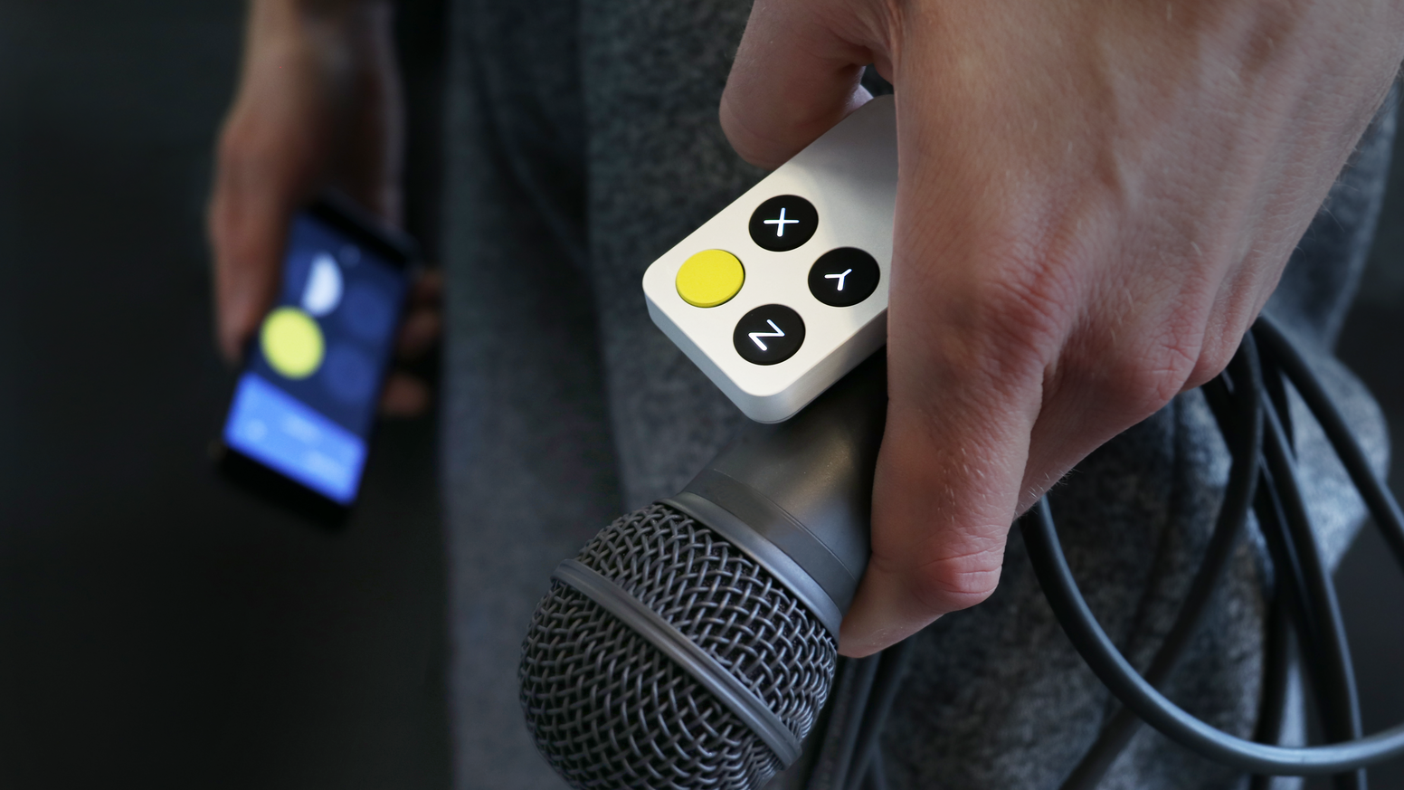 The first truly wireless instrument which enables singers to control effects on their voice through expressive movements.
