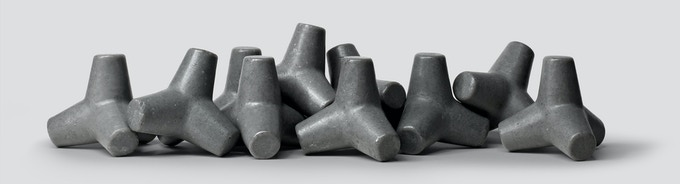 TETRA SOAP draws inspiration from not only the shape of Tetrapods but also the technique of production through casting, along with their concrete-like color and texture.