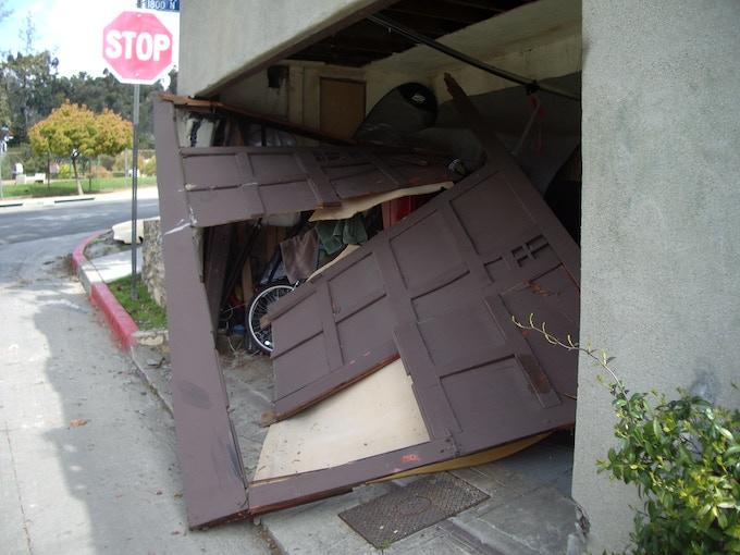 End Load Garage : Help secretary release their debut album by