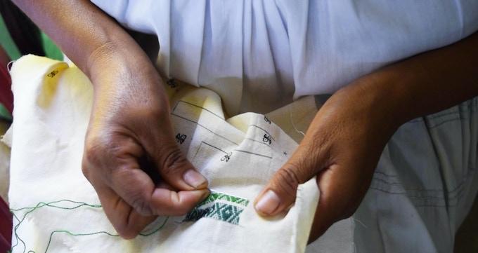 Hand embroidered / Bordado a mano