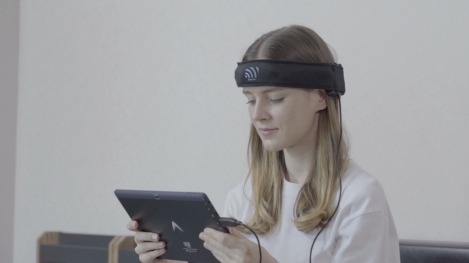EEG device train your brain to unleash underlying power of Concentration, Relaxation and Memory.