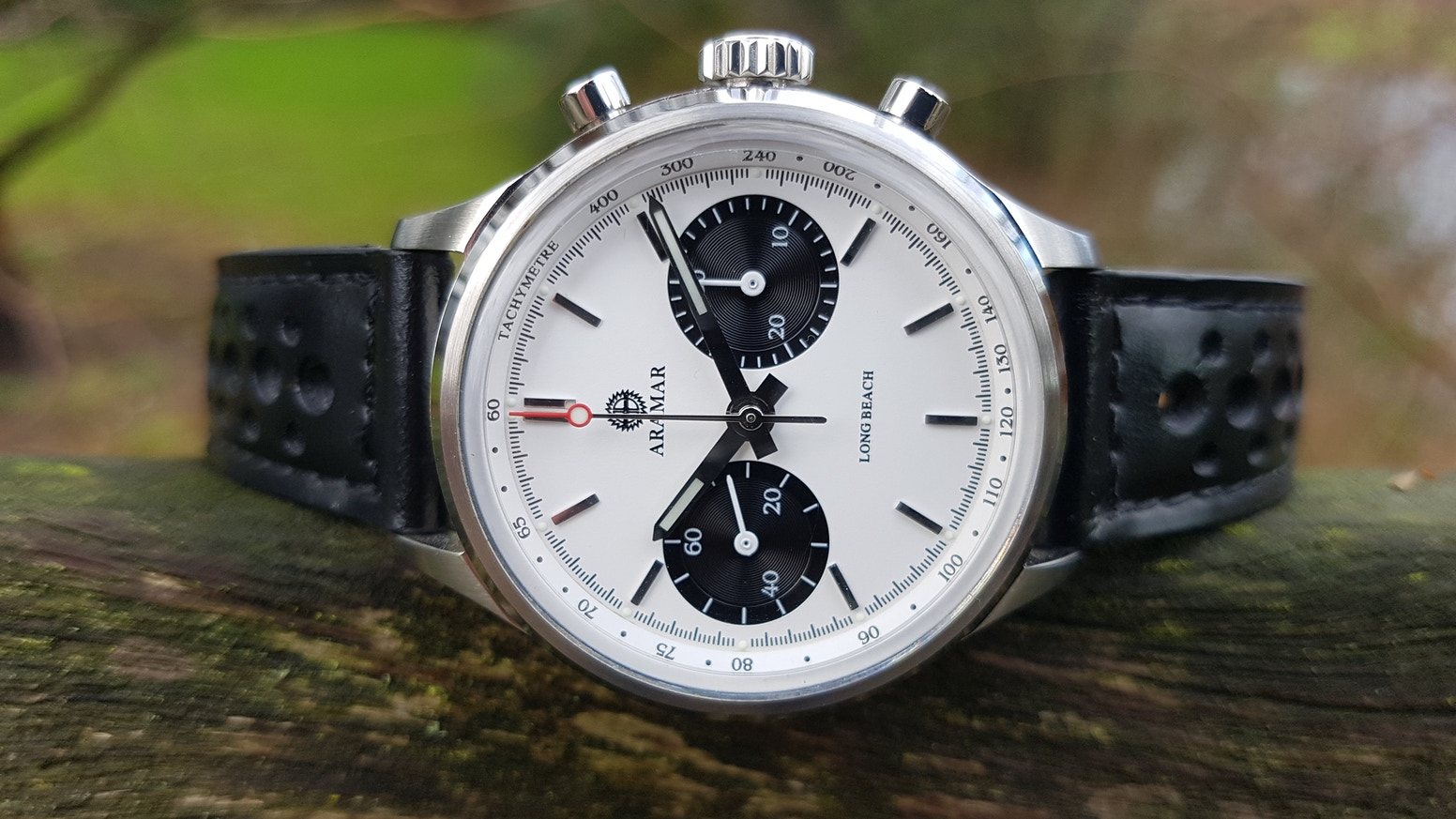 A unique racing chronograph with a panda dial and a Swiss designed mechanical movement. Funded within 28 hours. Did you miss out? No problem there are still a few available as a pre-order!