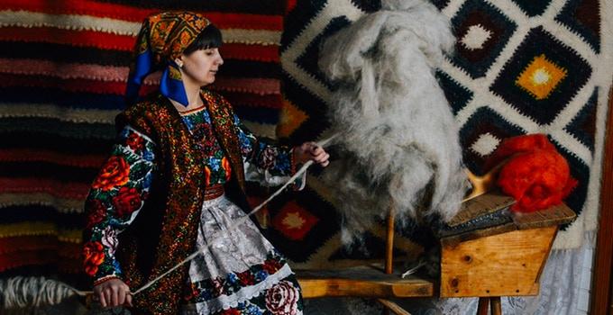 Galina making a thread