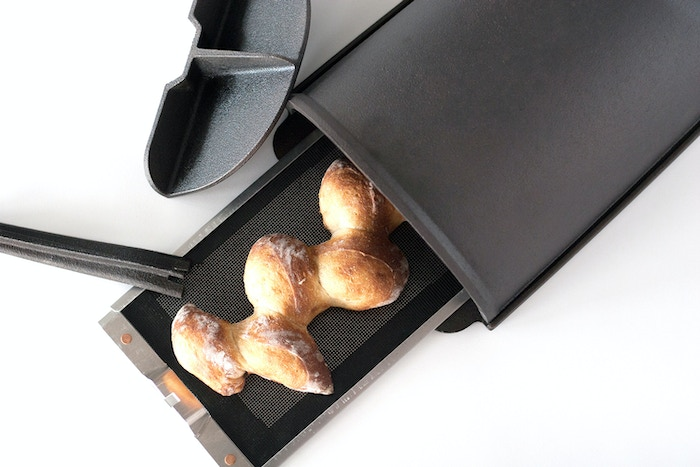Fourneau 2.0 makes it even easier to make beautiful, delicious bread in your home oven.