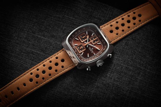 Polished case Quartz Version D brown/rust