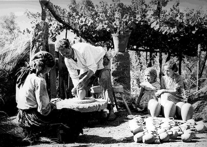 Family Making Barro Preto Circa 1920's
