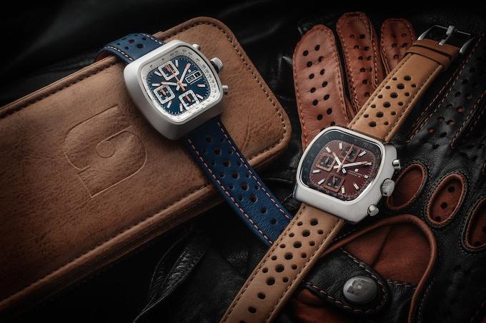 Matte case Automatic Version A blue (left), polished case Quartz Version D brown/rust (right)