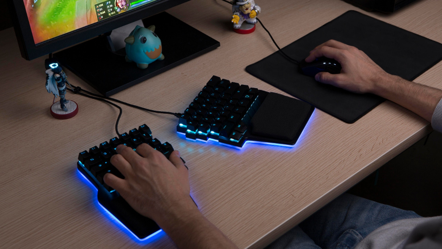 Dygma Raise is an ergonomic keyboard for esports. It's designed to increase gamers' performance, health and comfort.