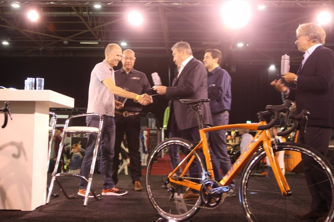Innovation Award for Magnic Microlights handed over by 5x Tour de France Champion Eddy Merckx