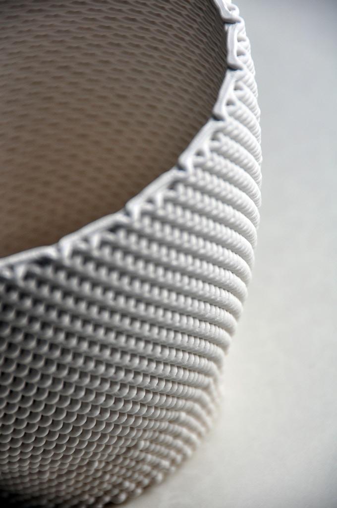 Intricated ceramic pattern