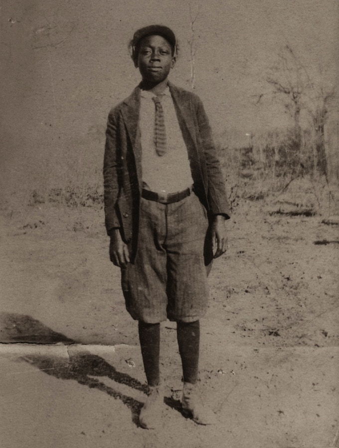 William Gordon (between 10 and 12 here) left his home for Memphis at 14.