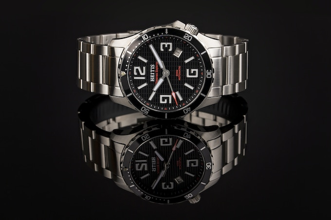 Okeanos Explorer Black & Red