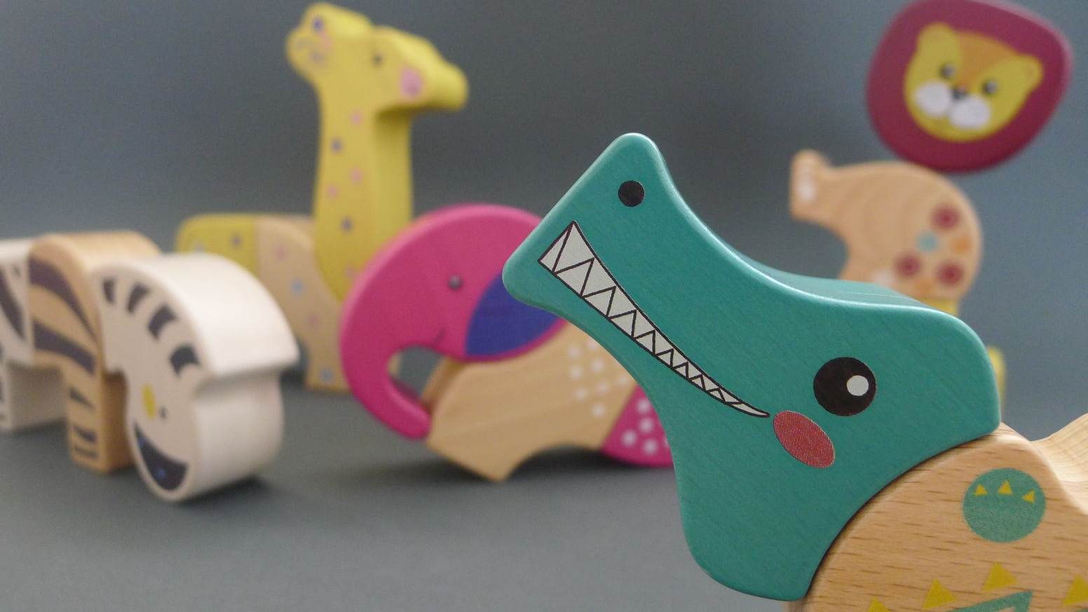 5 animals, each consisting of 3 magnetic wooden blocks = multiple fun assembly solutions & endless play combinations.
