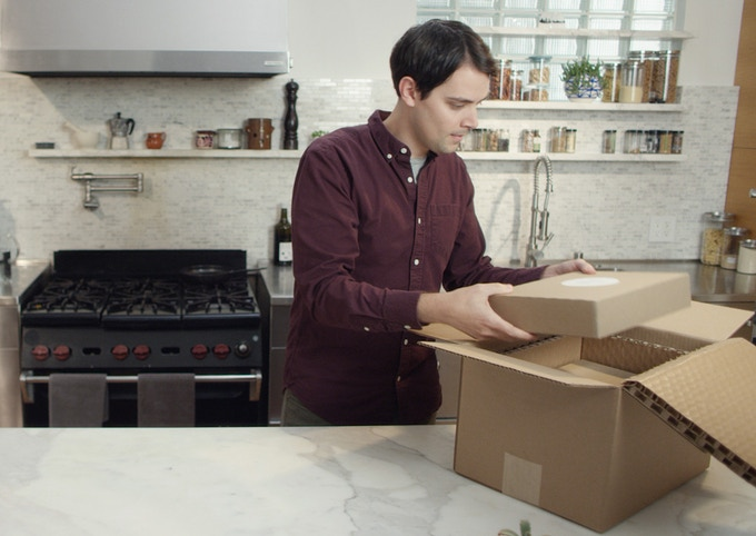 Suvie Smart Meals are delivered in a refrigerated shipping box.