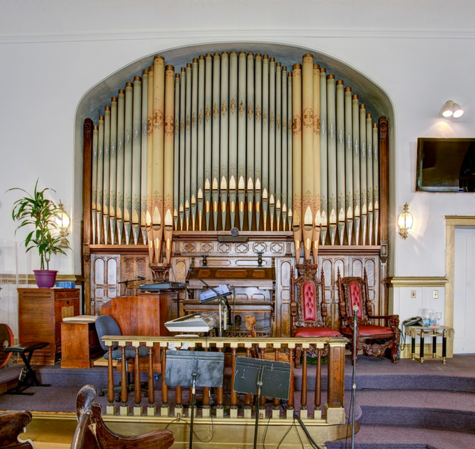 And a beautiful center piece organ too built in 1907!