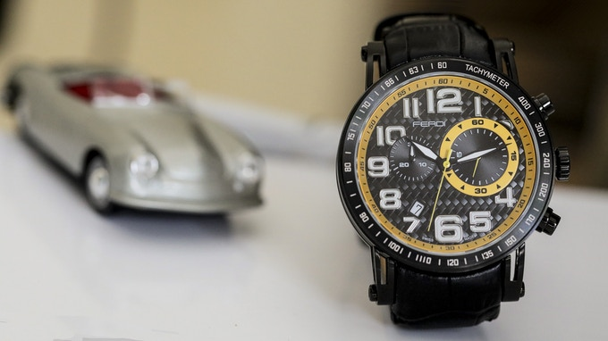 Ferdi in PVD Black with Speed Yellow accent colours