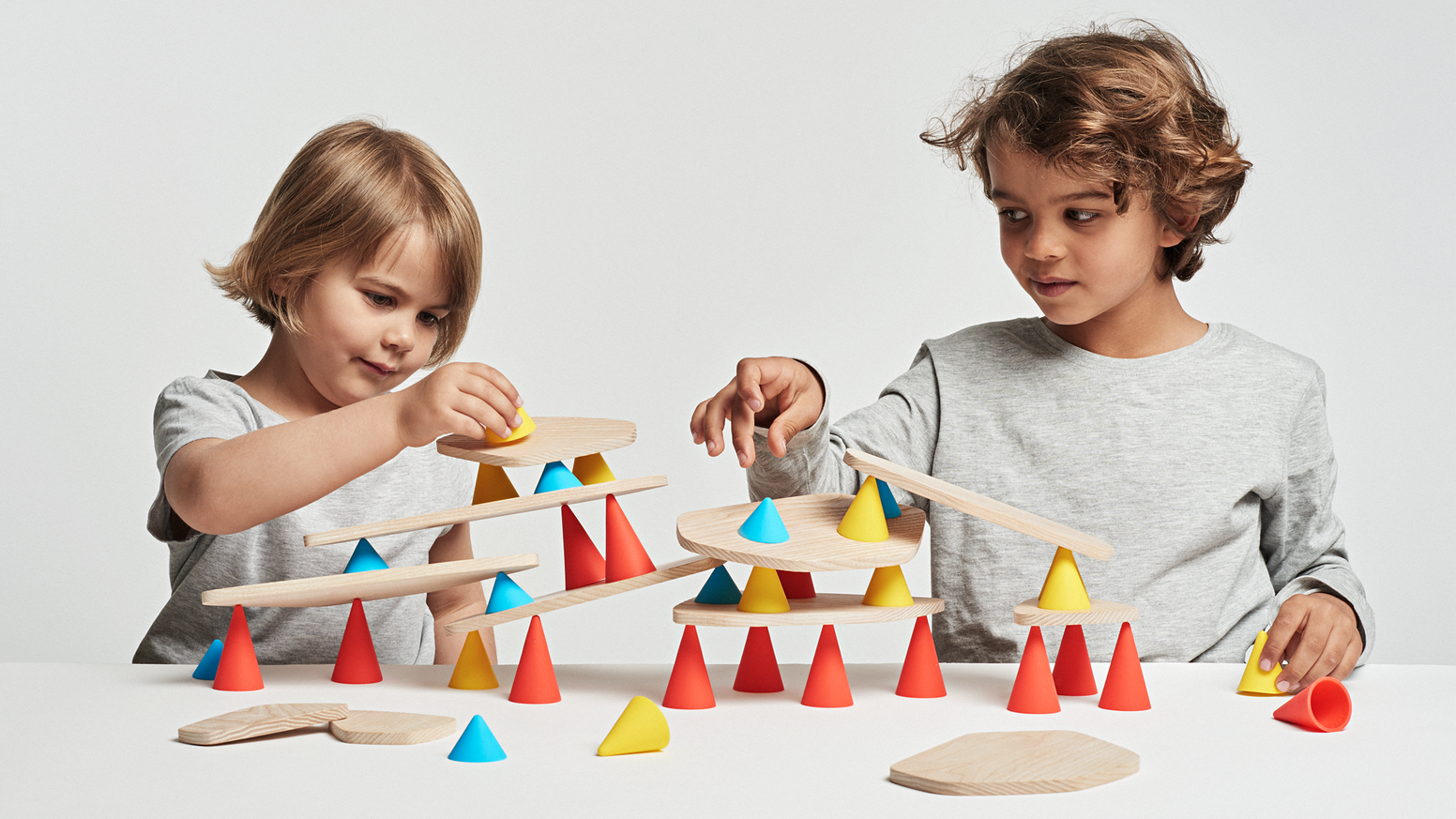 A creative & fun toy to develop child's concentration & imagination.