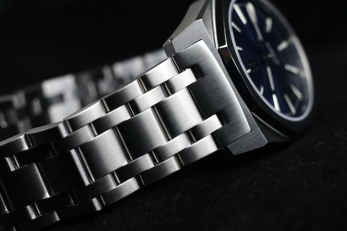 Solid steel endlinks and bracelet.