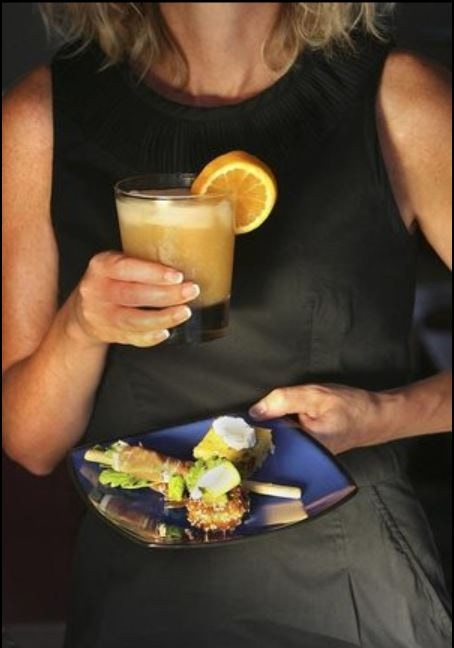 How to eat and drink with both hands tied up?