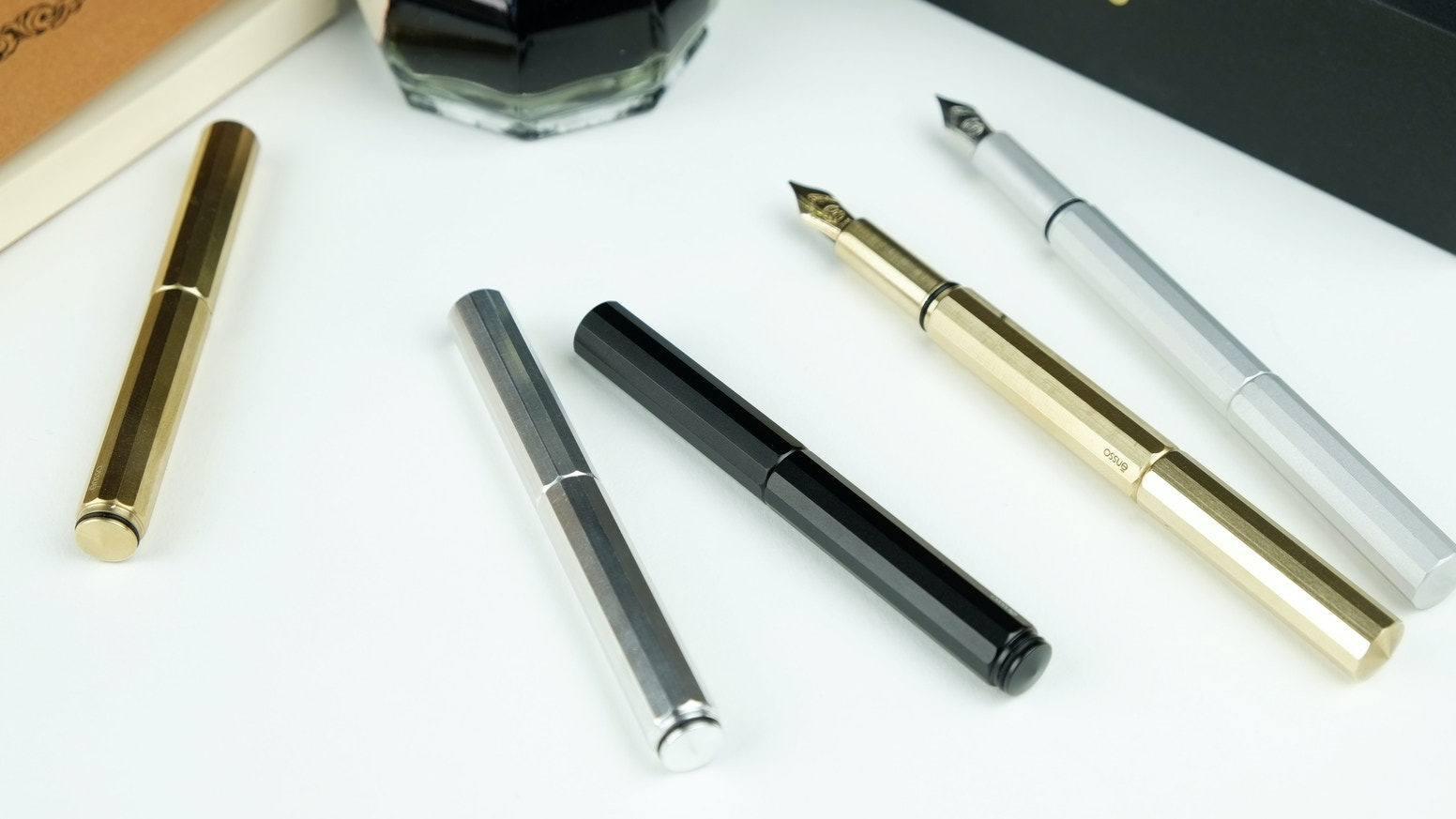 XS is a super compact minimalist fountain pen ideal for everyday carry that extends into a regular size pen. Solid Aluminum & Brass.