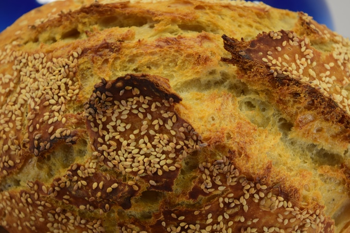 Simple White Loaf with Sesame seeds, without preservatives or additives