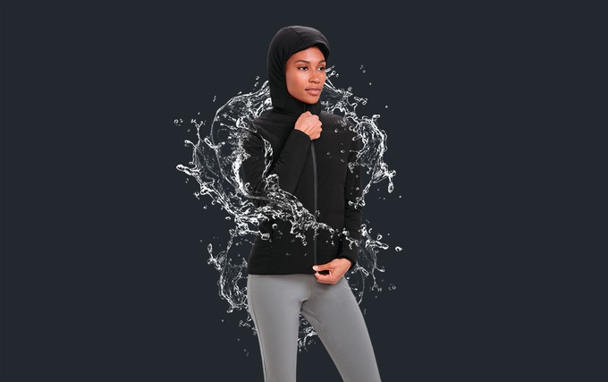 A 2-layer waterproof breathable membrane keeps you dry in harsh conditions.
