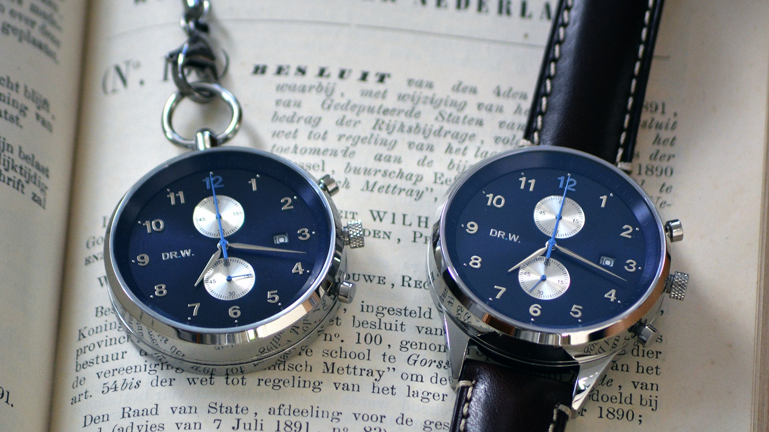 We are an Amsterdam-based watch brand introducing a new watch concept: a watch that can both be used as a pocket and wrist watch.