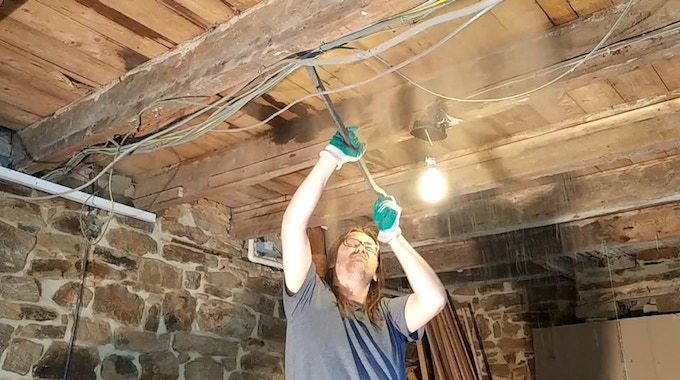 Sorting out the beams....all listed...so adding the new ceiling has had to be done with great care!