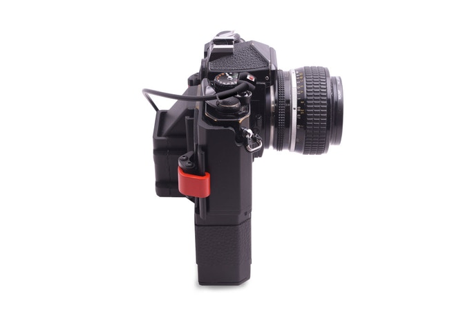 With a periscope system (two 45-degree mirrors), the posterior projection near the viewfinder decreases.