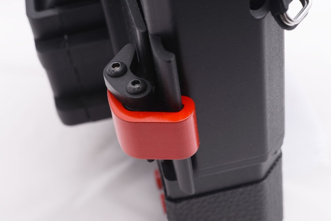 New and simple system to fit and lock the camera through two lateral clamps