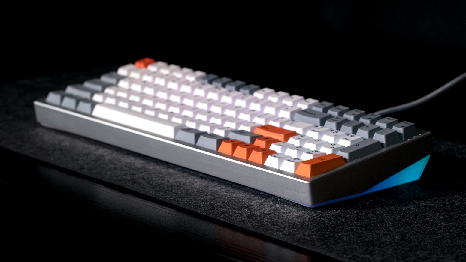 Kira - a compact, full-size mechanical keyboard built without compromise. Designed by Angelo Tobias and the team at Input Club.