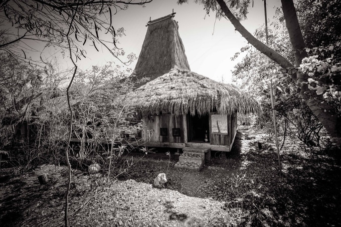 Reference photo found at: http://www.xk-photo.com/portfolio_page/unique-indonesian-house-sumba/