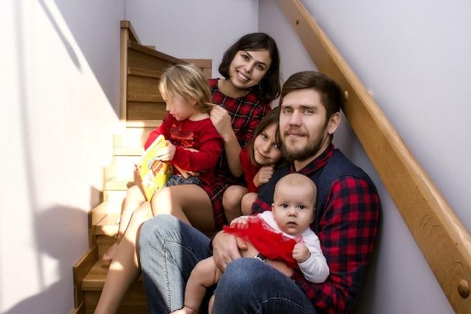 EnjoyTheWood Ігор та Марина Фостенки та їхні 3 доньки. Джерело фото: Kickstarter