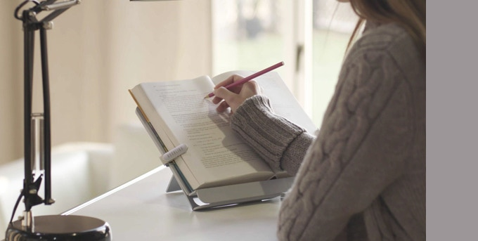 The closer your book and Booklign are, the better your focus and cleaner your desk  enabling you to utilize any space better.