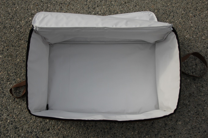 Insulated Liner keeps food warm or cool for 6-8 hours