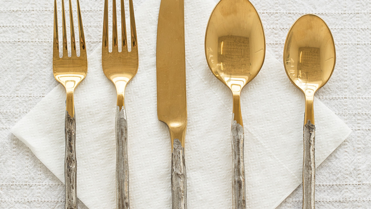 Luxurious and dishwasher safe cutlery set