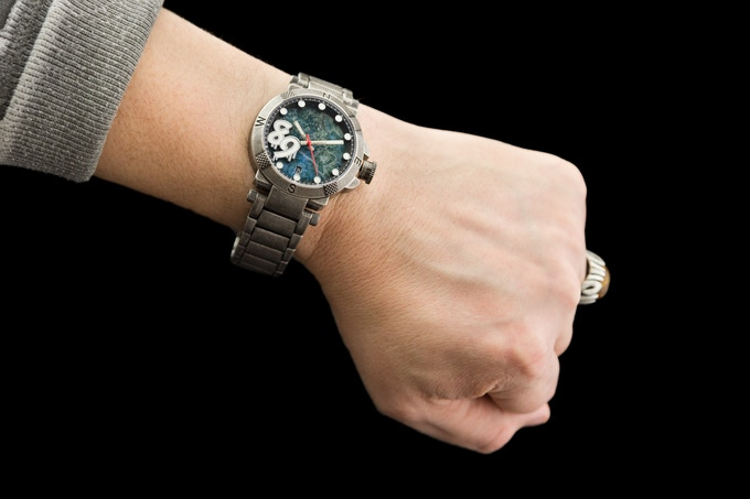 42 mm on the wrist (7.5 inch wrist)
