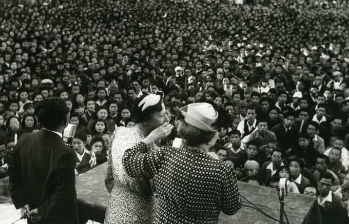 Keller and Thomson speak to a thousand-plus crowd, Japan, 1948.