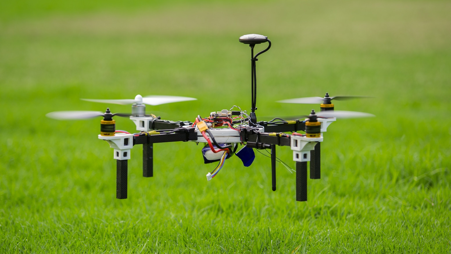 H4wk diy drone kit build fly your own quadcopter by diyode build your own fully programmable and upgradable h4wk drone as published in diyode magazine solutioingenieria Images