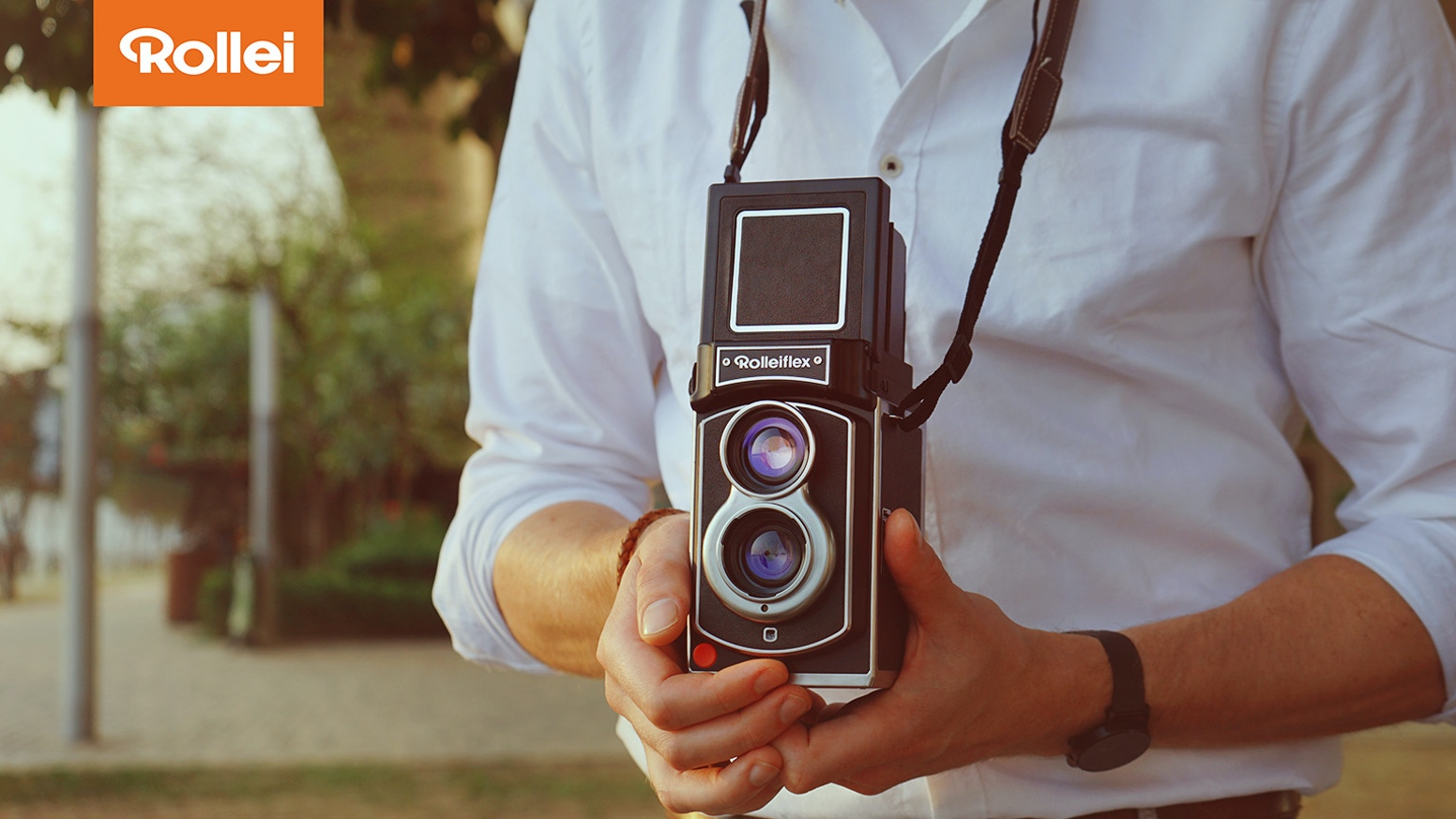 An instant camera with the legendary twin lens design and modern features.