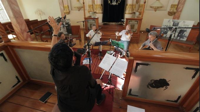 """Grabación de """"El Hilo Invisible"""", Sinagoga Histórica Justo Sierra, CDMX (Foto: Michel Amado)"""