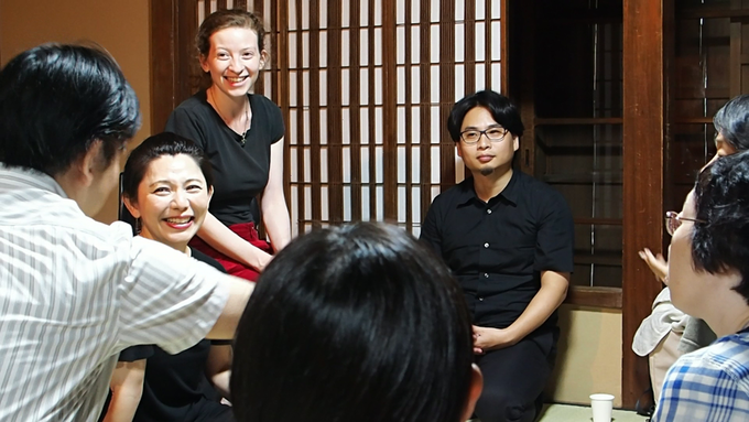 Francesca in discussion with the performers and invited audience at the test performance, Research and Development, August 2017 (Photo: Kohei Usuda)