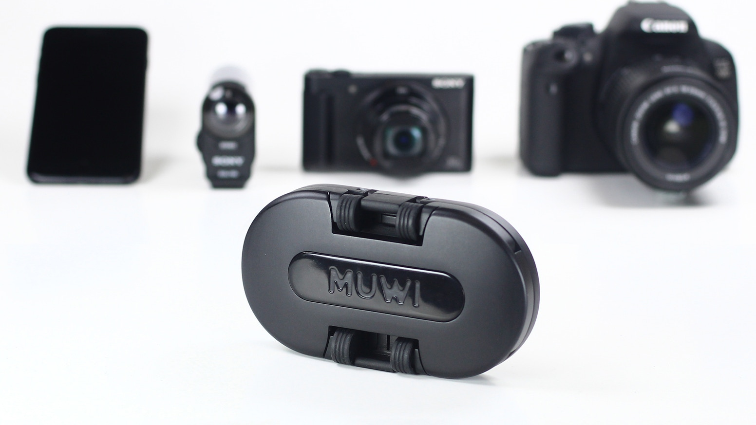 >> Muwi, the pocket-sized motorized dolly, and camera slider. >> Now it is possible for everyone to capture cinematic videos.>> Also do time-lapse videos & stop motion animations.>> With smartphones, mirrorless, action & DSLR cameras.