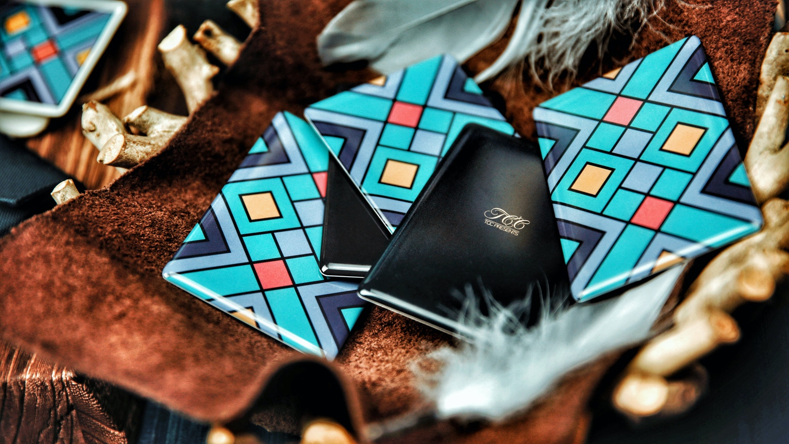 Specially designed for training,Perfect edge radians.Full with a curved screen,great handling and smooth for cardistry.