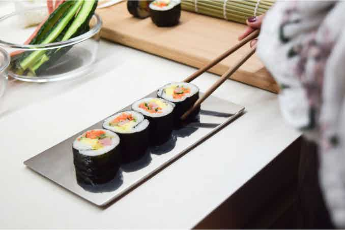 A single piece of solid titanium presents your sushi in an elegant way, keeps the original taste and adds a Michelin star to your sushi.