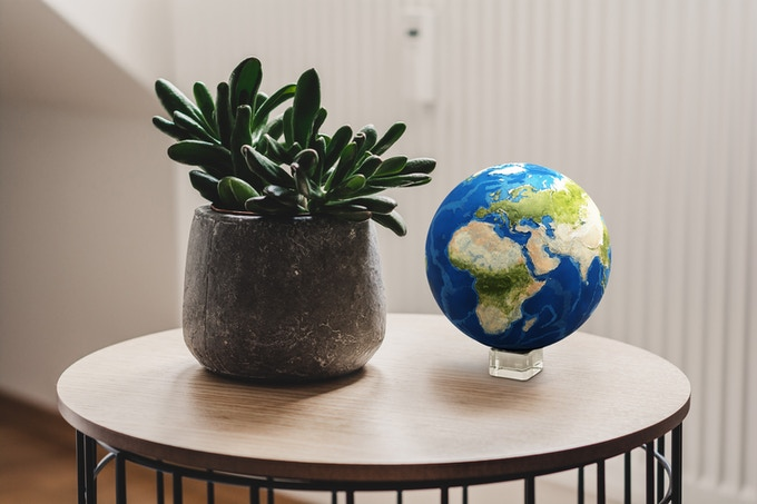 Display EARTH in your home.